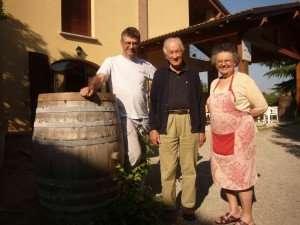 Flavio Cantelli e sua madre Maria Bortolotti insieme ad Alex Podolinsky, uno dei padri della viticoltura biodinamica